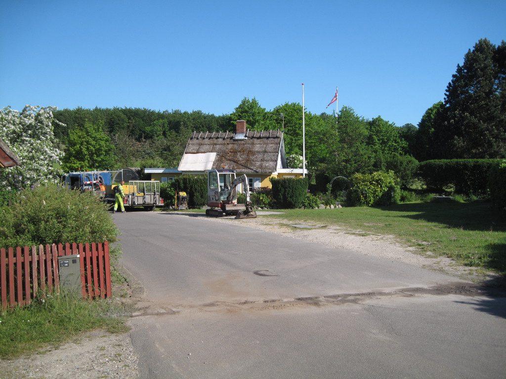 Næsten en måned efter det første forsøg kom gravemaskinerne igen til Busene ...